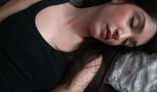 Спящая красавица и хуястый брат уебище